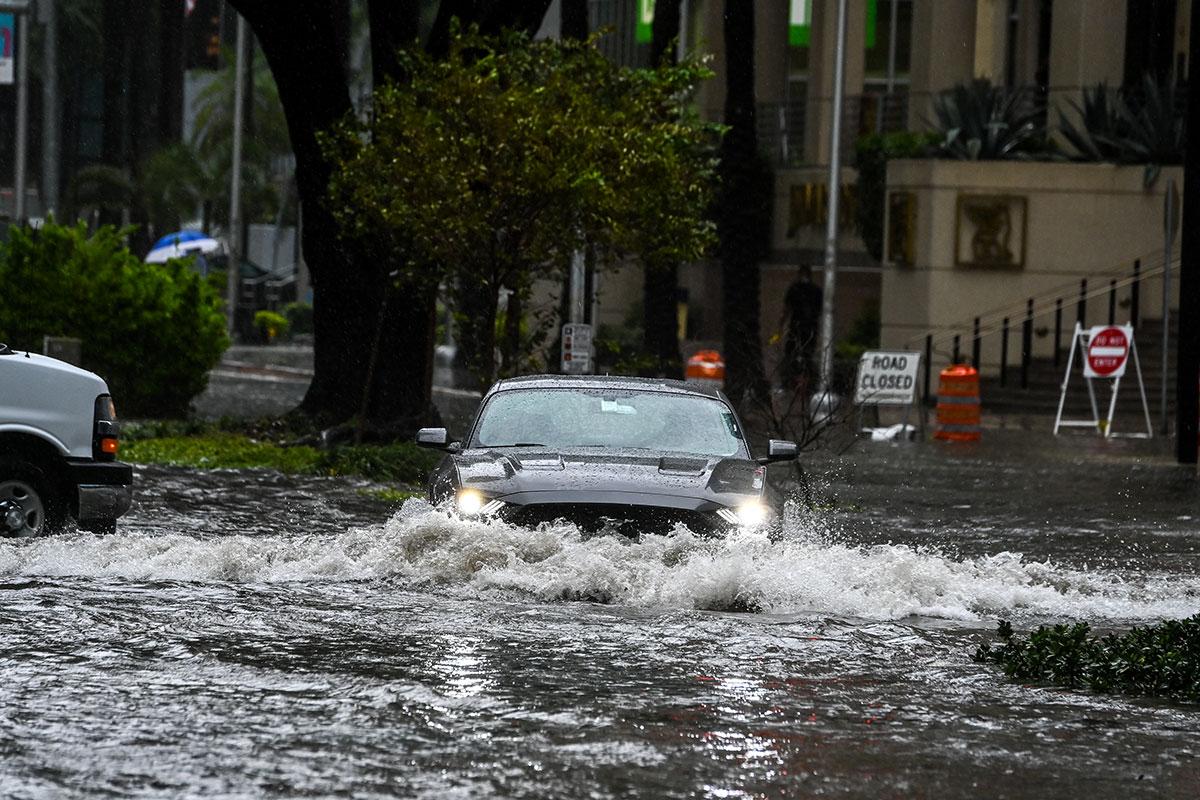 Inondations et coupures de courant en Floride après le passage de la tempête Eta