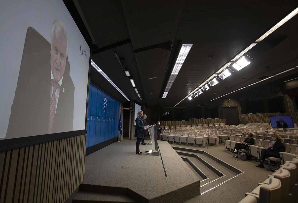 L'UE s'inquiète d'une dérive des déficits en France et en Italie