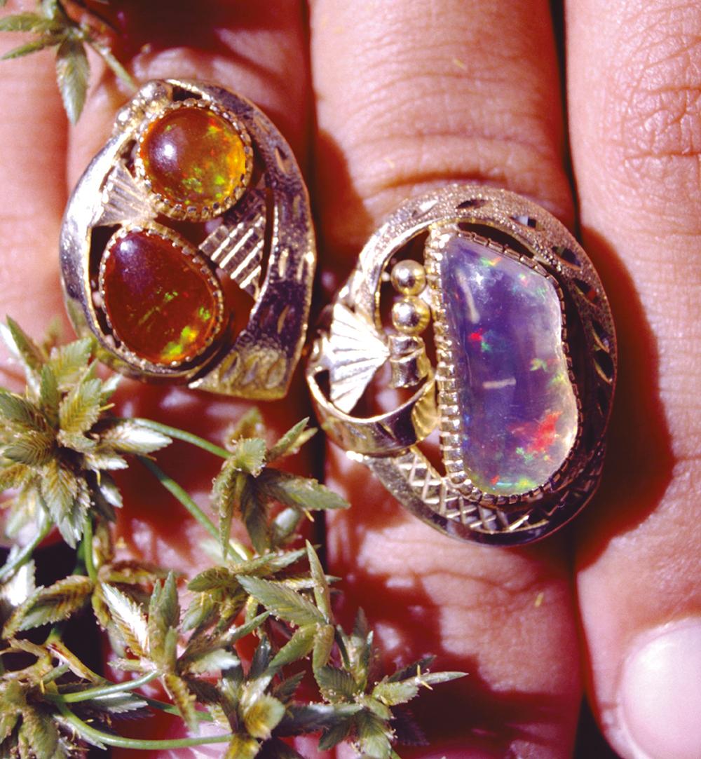 Les bijoutiers mexicains aiment le style baroque comme en témoignent ces deux bagues hautes en couleur.