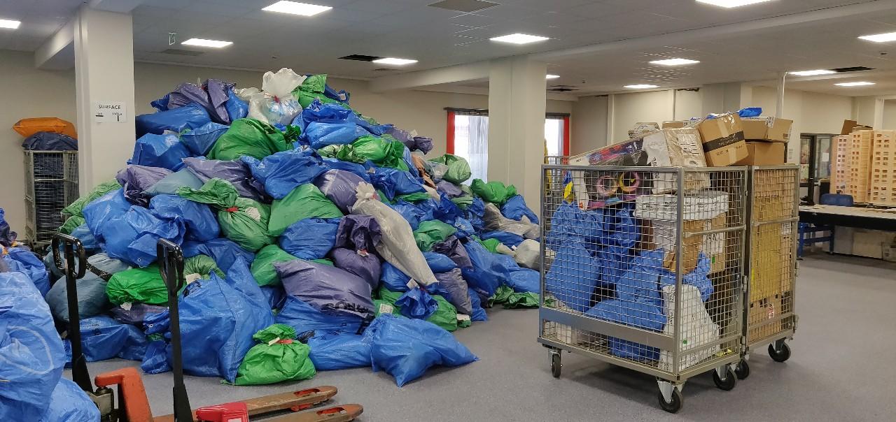 Six tonnes de sacs postaux arrivés avec neuf mois de retard