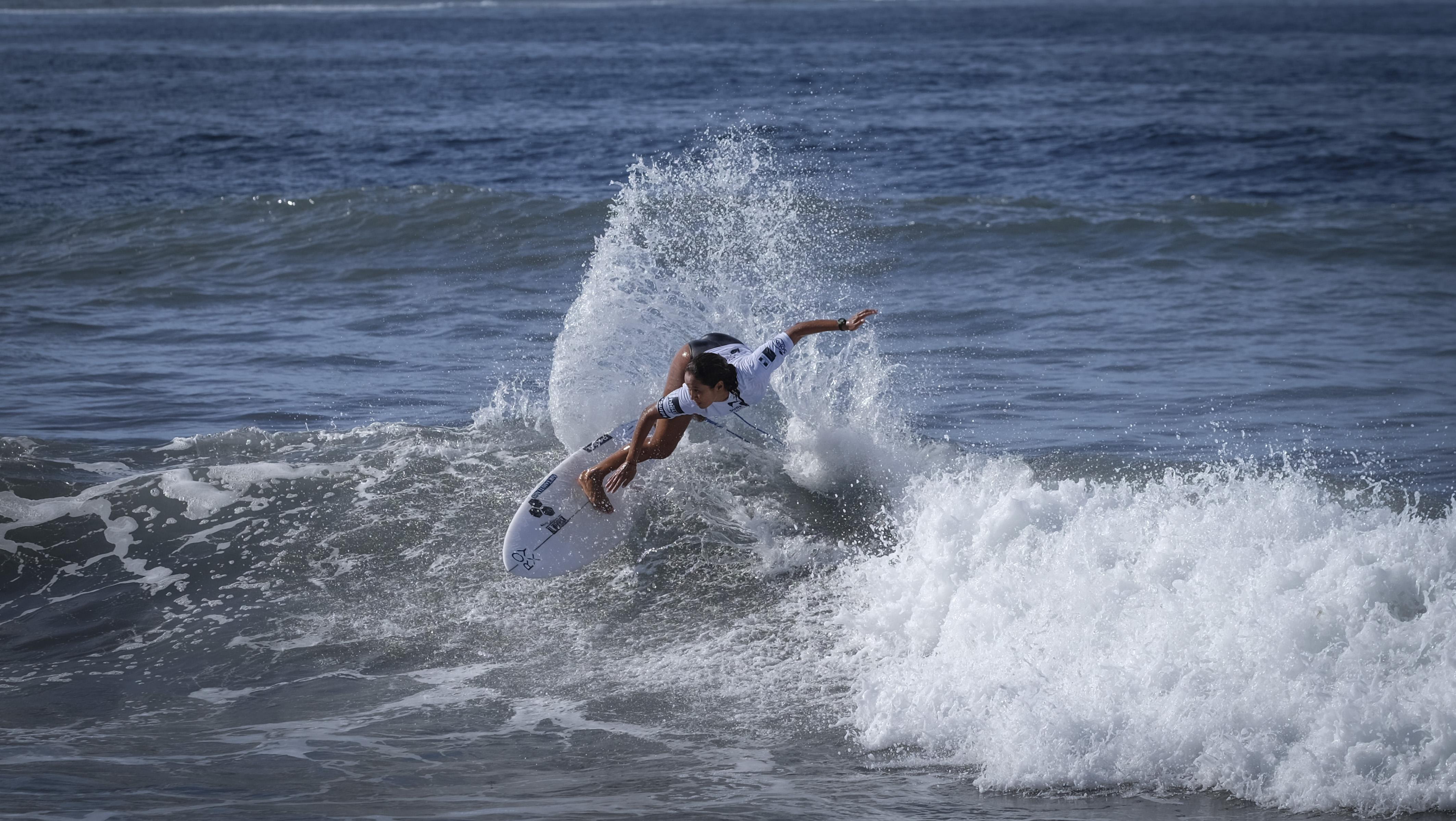 La Tahitienne Vahine Fierro, 20 ans, est la plus jeune de ce rassemblement. La surfeuse de Huahine a montré mardi de belles dispositions sur le beach-break de Taharuu.