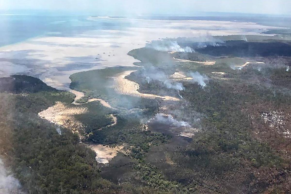 Australie: l'Île Fraser ravagée par les feux de forêt