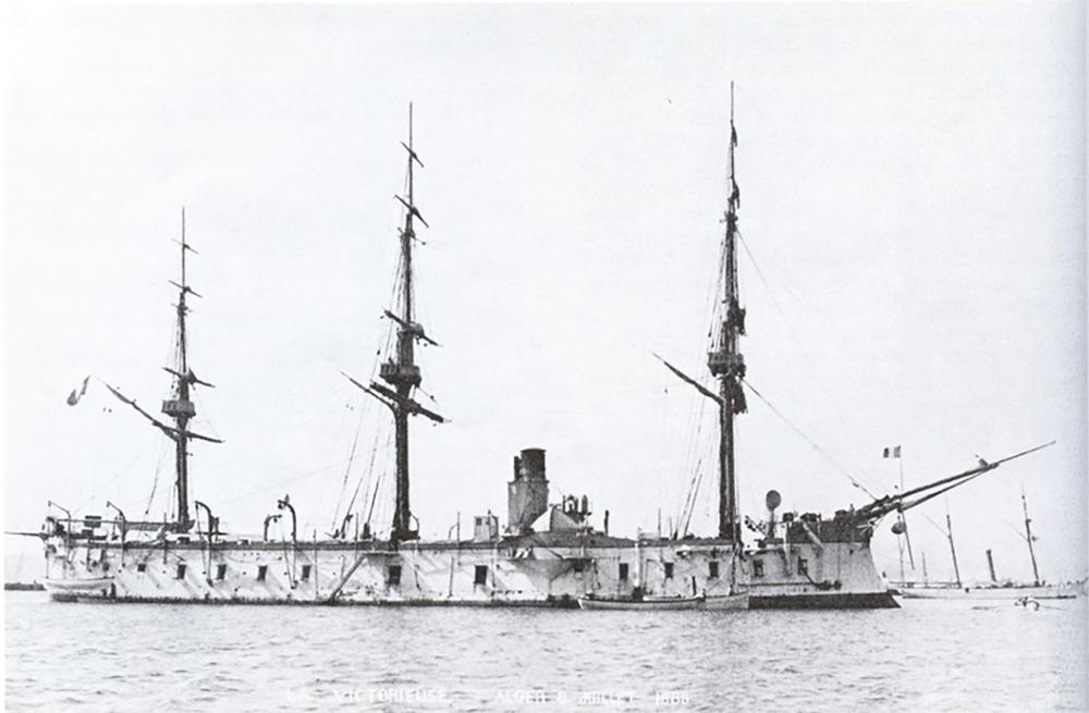C'est à bord de ce puissant navire de guerre, la Victorieuse, que Bergasse du Petit-Thouars se trouvait lorsqu'il intervint à Lima pour sauver la ville.
