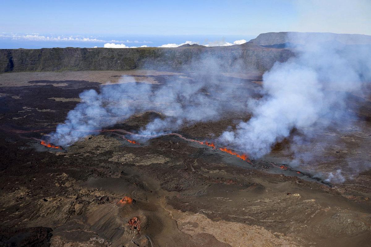 La Réunion: Le Piton de la Fournaise en éruption pour la troisième fois de l'année