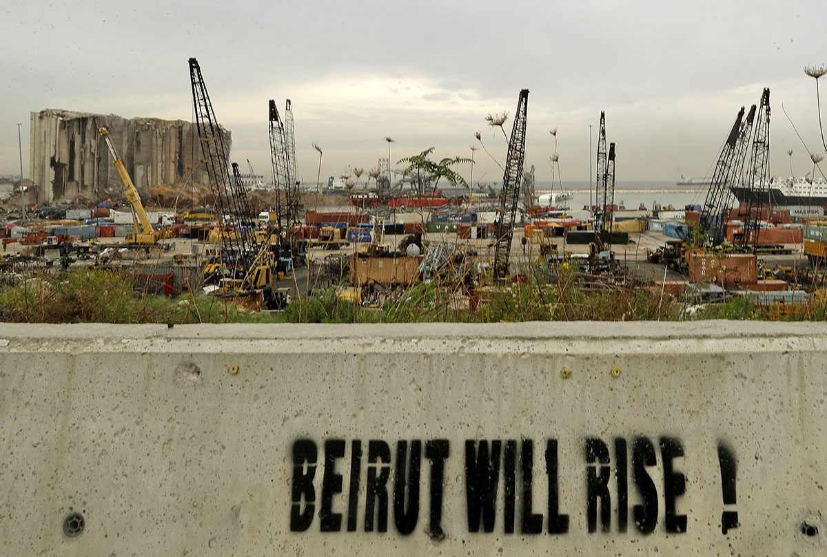 Explosion à Beyrouth: le Premier ministre Diab et troix ex-ministres inculpés
