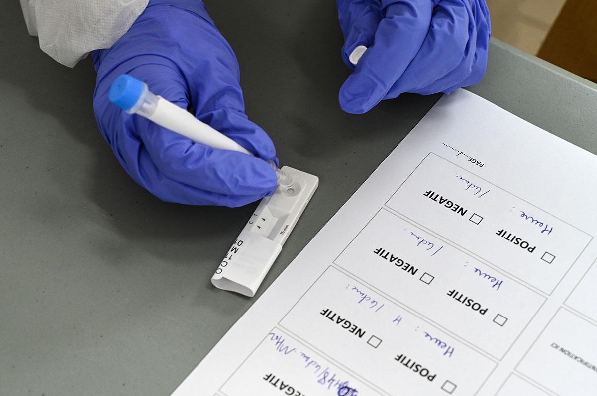 """Covid-19: """"risque élevé"""" que la circulation du virus reparte à la hausse, selon Santé publique France"""