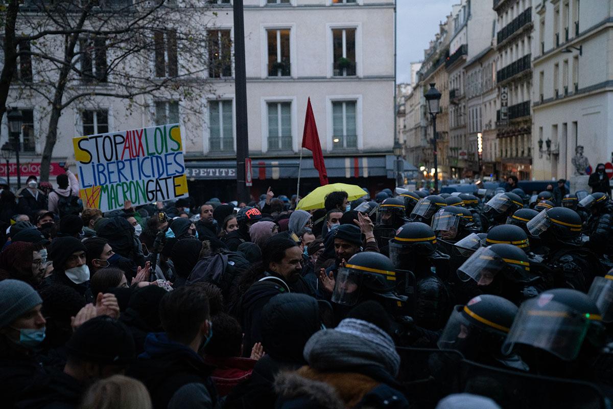 """Dans la manifestation parisienne, avec les gendarmes mobiles au cœur de la tactique """"anti-casseurs"""""""