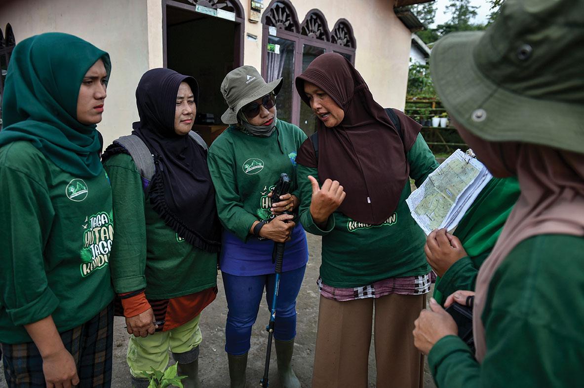 En Indonésie une brigade féminine de gardes forestières se bat pour l'environnement