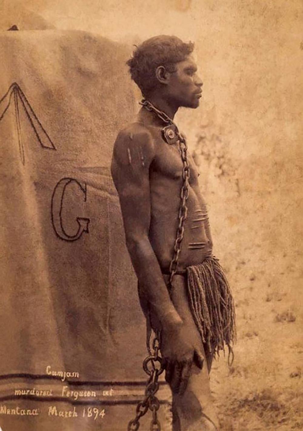 """Au tournant du XIXe et du XXe siècle, les autorités décidèrent de """"protéger"""" les Aborigènes, en les emprisonnant et en les parquant dans des réserves."""