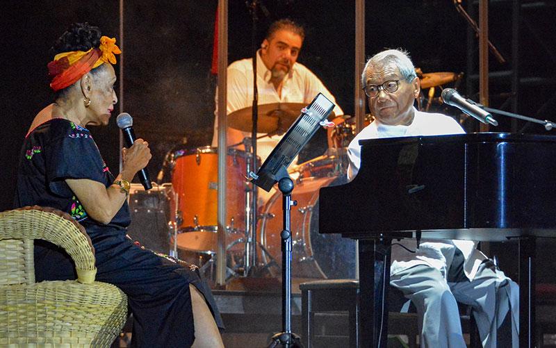 Mexique: décès du compositeur Armando Manzanero des suites du Covid-19