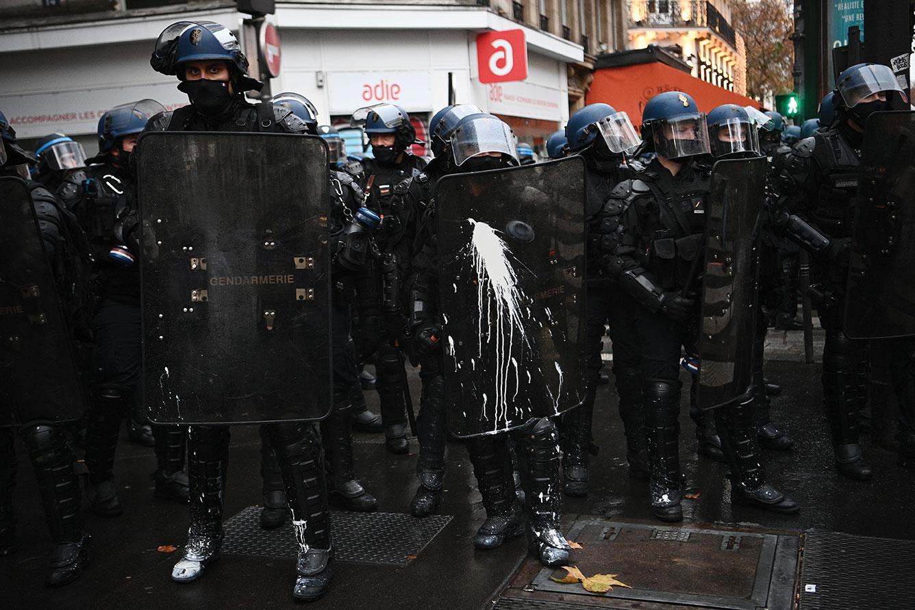 Après une année sombre, les forces de l'ordre sur le qui-vive pour un réveillon sous couvre-feu