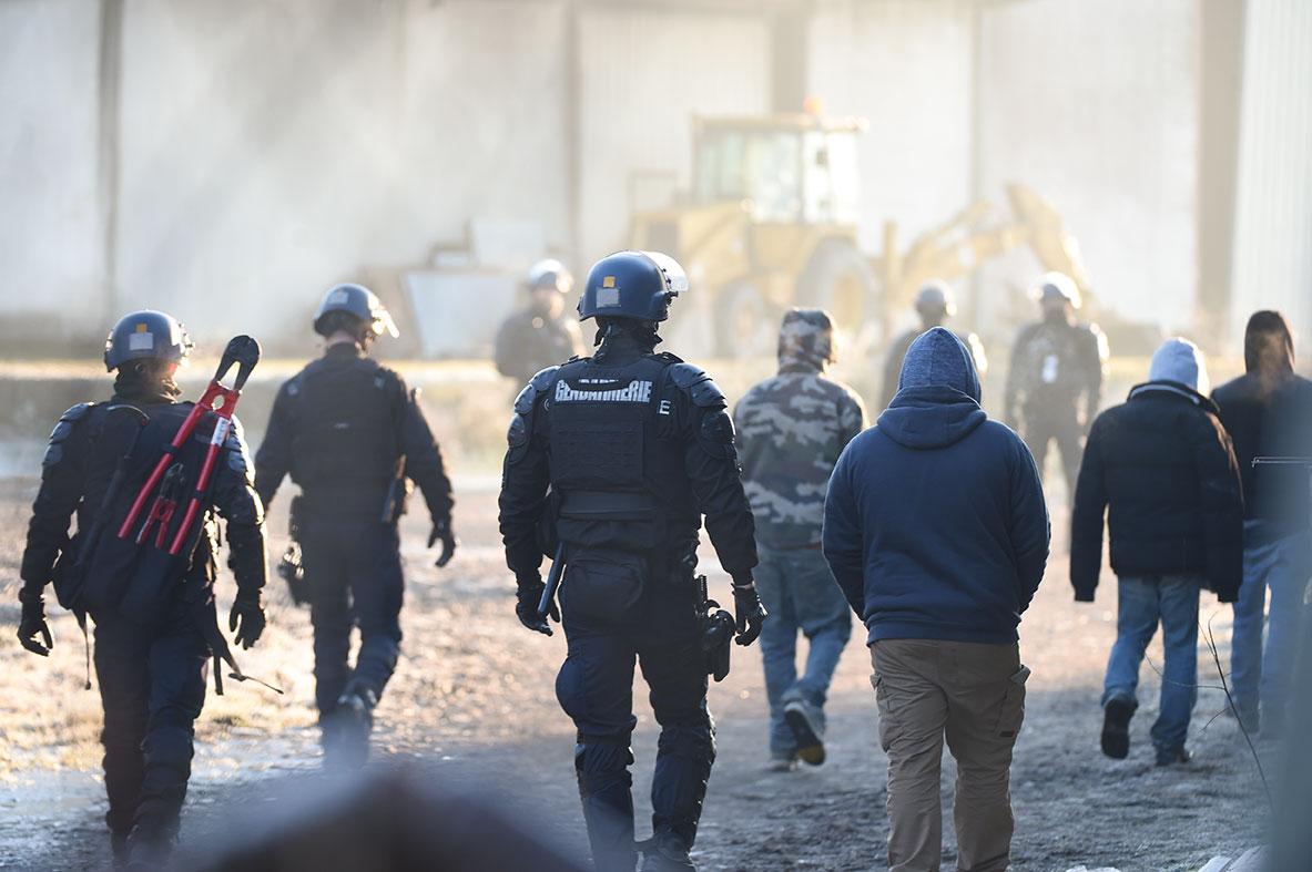 Fête sauvage au sud de Rennes: l'impuissance de l'Etat en question