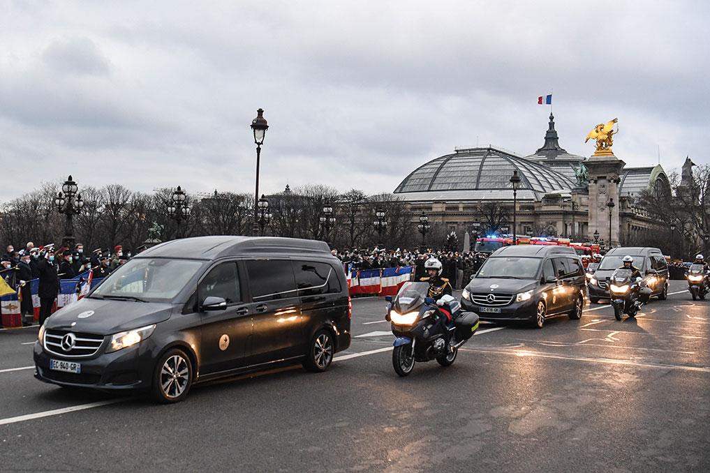 """""""Ils ont donné ce qu'ils avaient de plus précieux"""", hommage ému aux soldats français tués au Mali"""