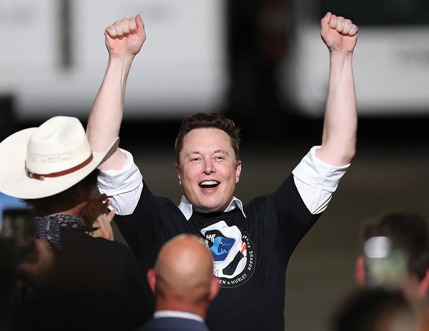 Elon Musk, le patron de Tesla, devient officiellement l'homme le plus riche du monde