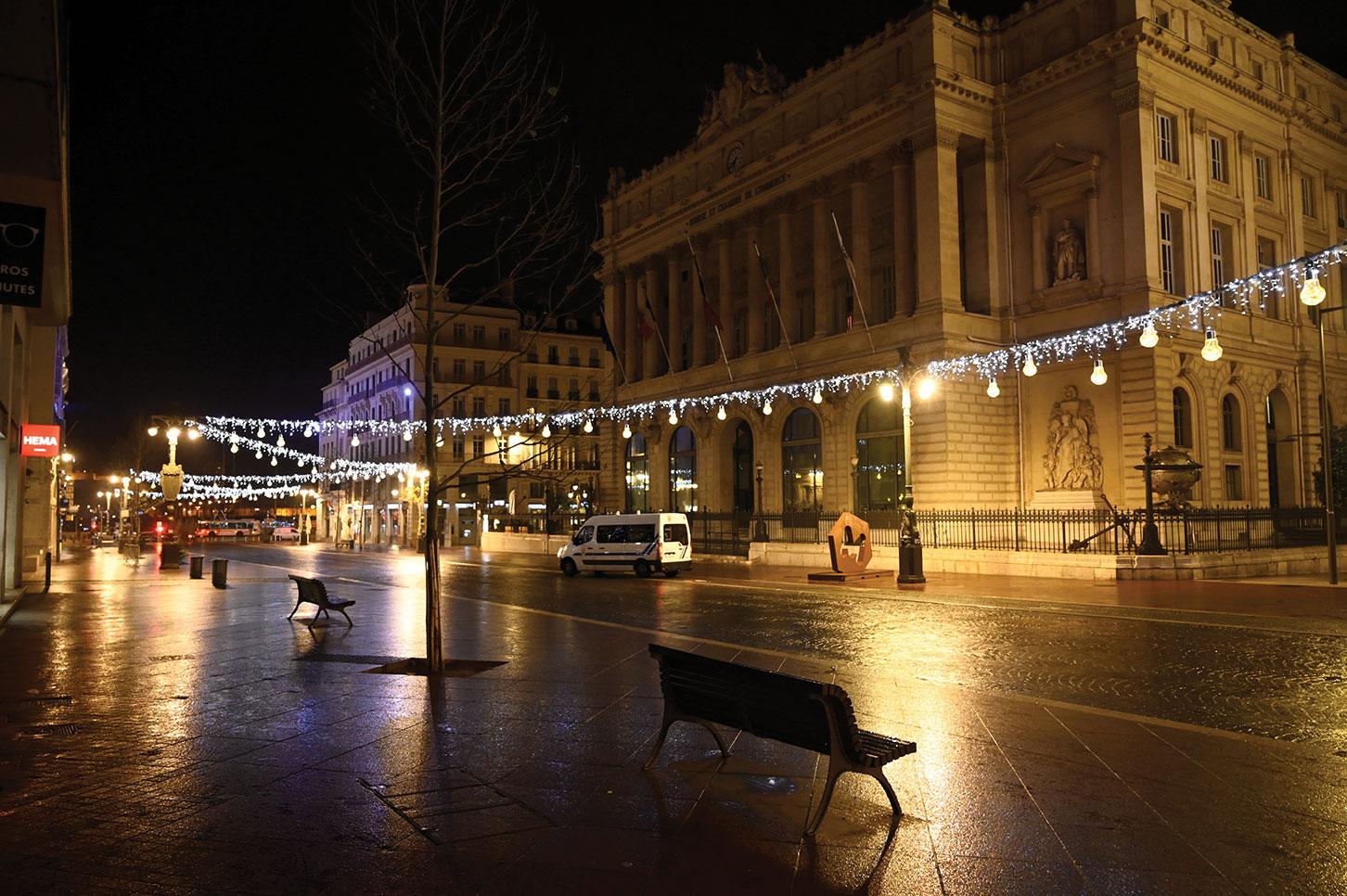"""Situation virale """"inquiétante"""" à Marseille, au moins huit cas du variant anglais"""