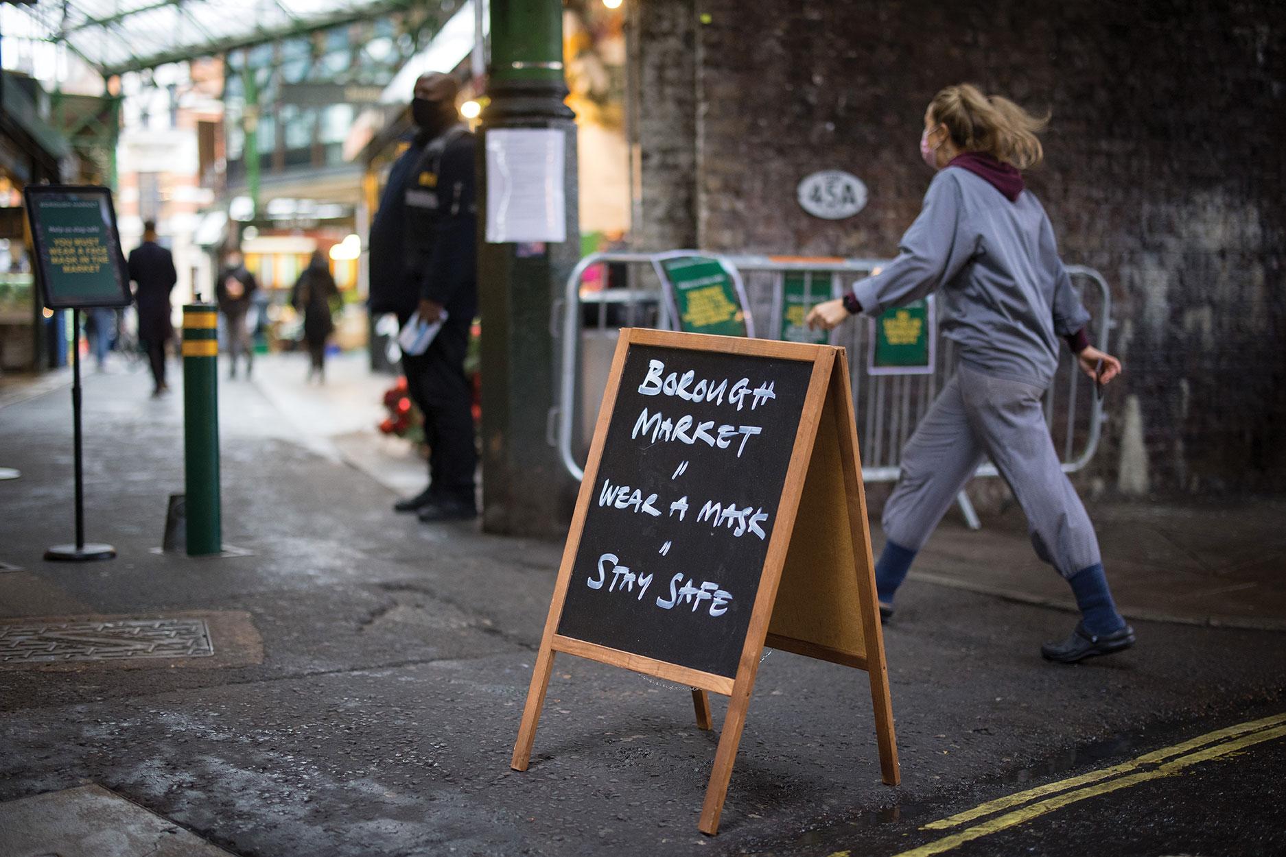 Malgré la virulence de la pandémie, les masques toujours facultatifs dans la rue au Royaume-Uni