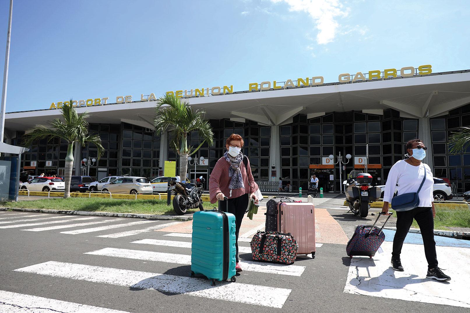 Variant sud-africain: le gouvernement va renforcer les contrôles à Mayotte et la Réunion