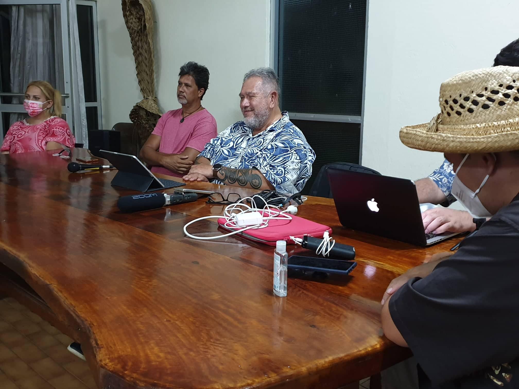 Le député Brotherson parle économie en tournée à Moorea