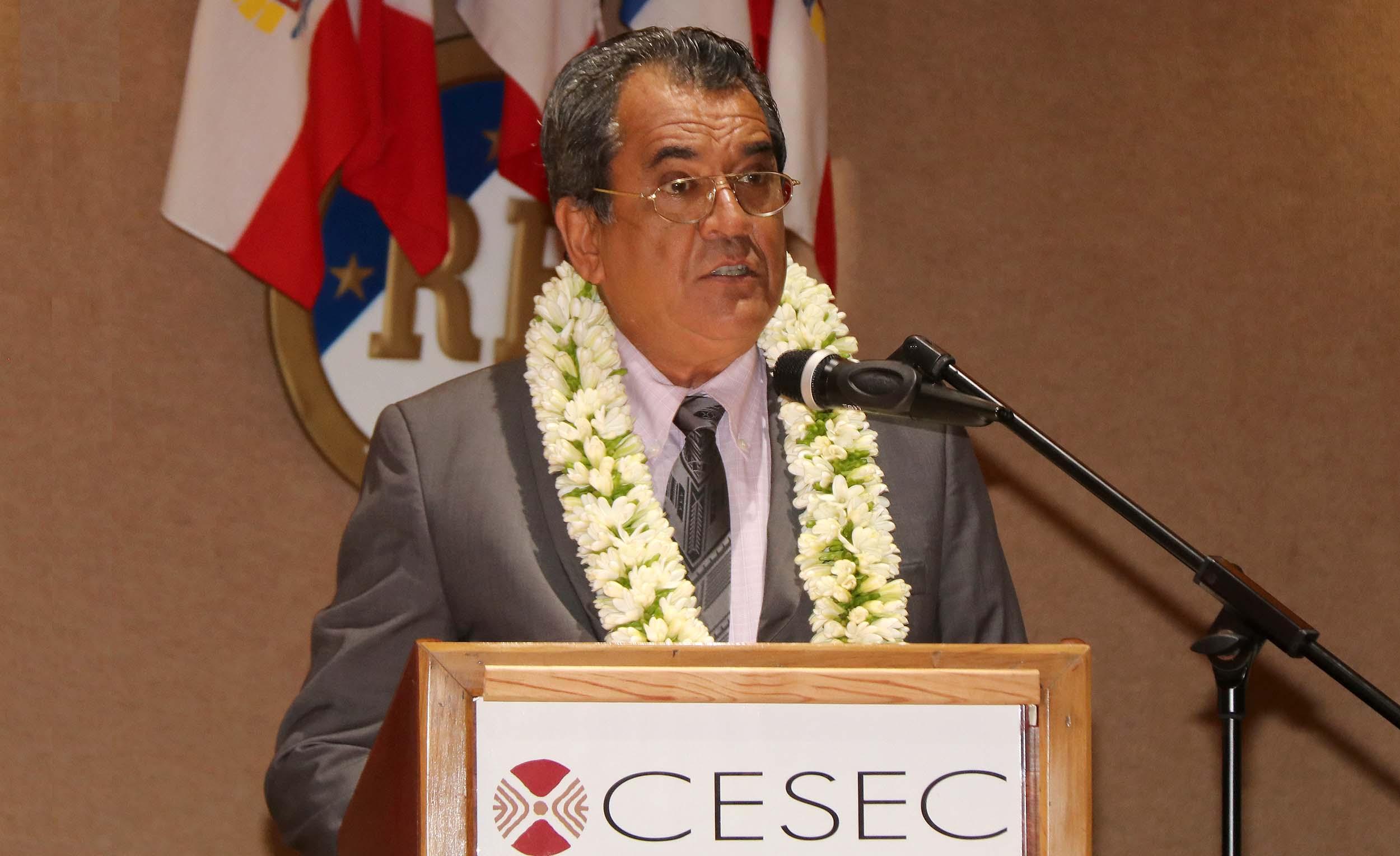 """Les Polynésiens ne sont pas des """"rats de laboratoire"""" répond Fritch aux antivax"""