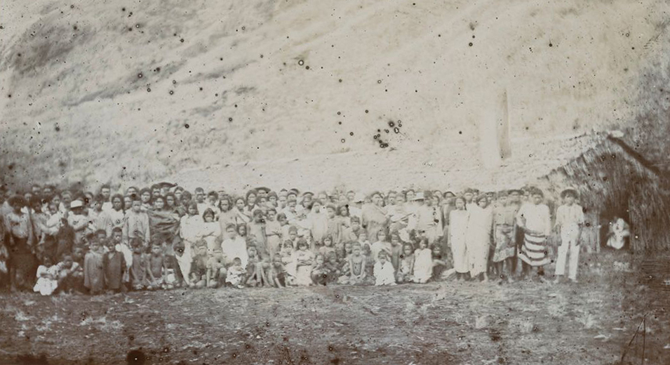 Au XIXe siècle, la population de Rapa avait été décimée par l'introduction de maladies exogènes ; de 2 000 habitants, on était passé à environ 300 en quelques années seulement.