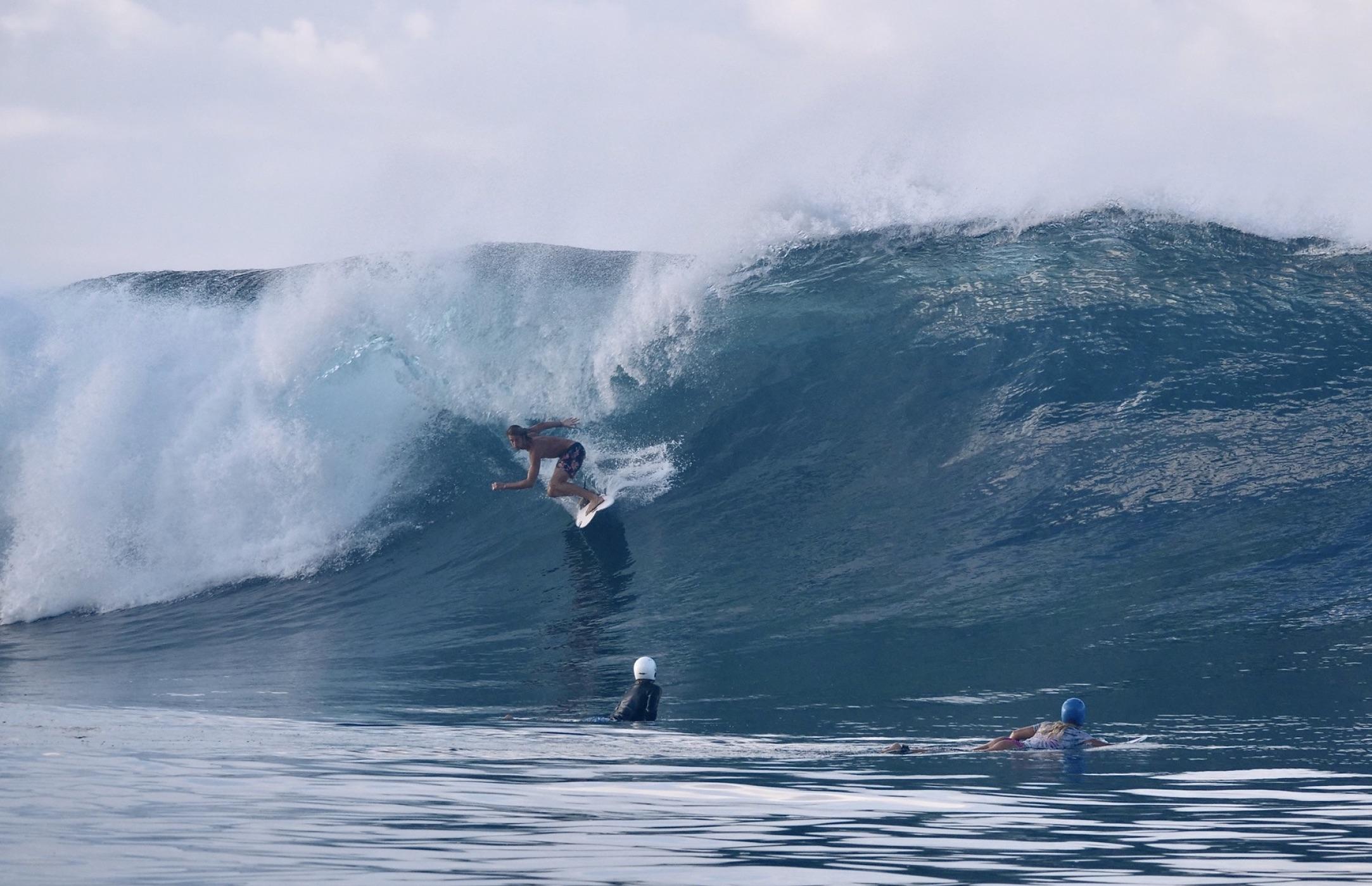 Certains ont profité de ce stage pour découvrir le mythique spot de Teahupo'o et s'offrir leur première vague dans la passe de Hava'e. (photo : Gael Vaast)