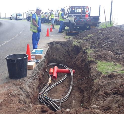 Renouvellement des câbles haute tension à Tetavake