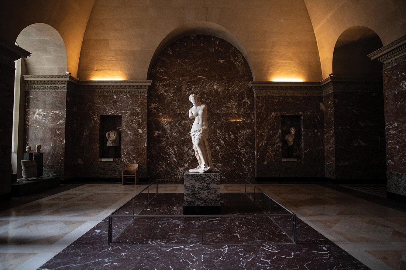 """Musées et monuments seront les premiers à rouvrir, dès la """"décrue"""", affirme Bachelot"""