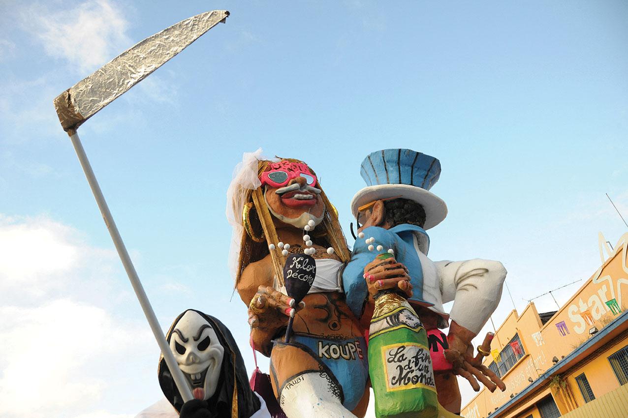 Aux Antilles, les carnavaliers bravent le Covid-19... et les autorités