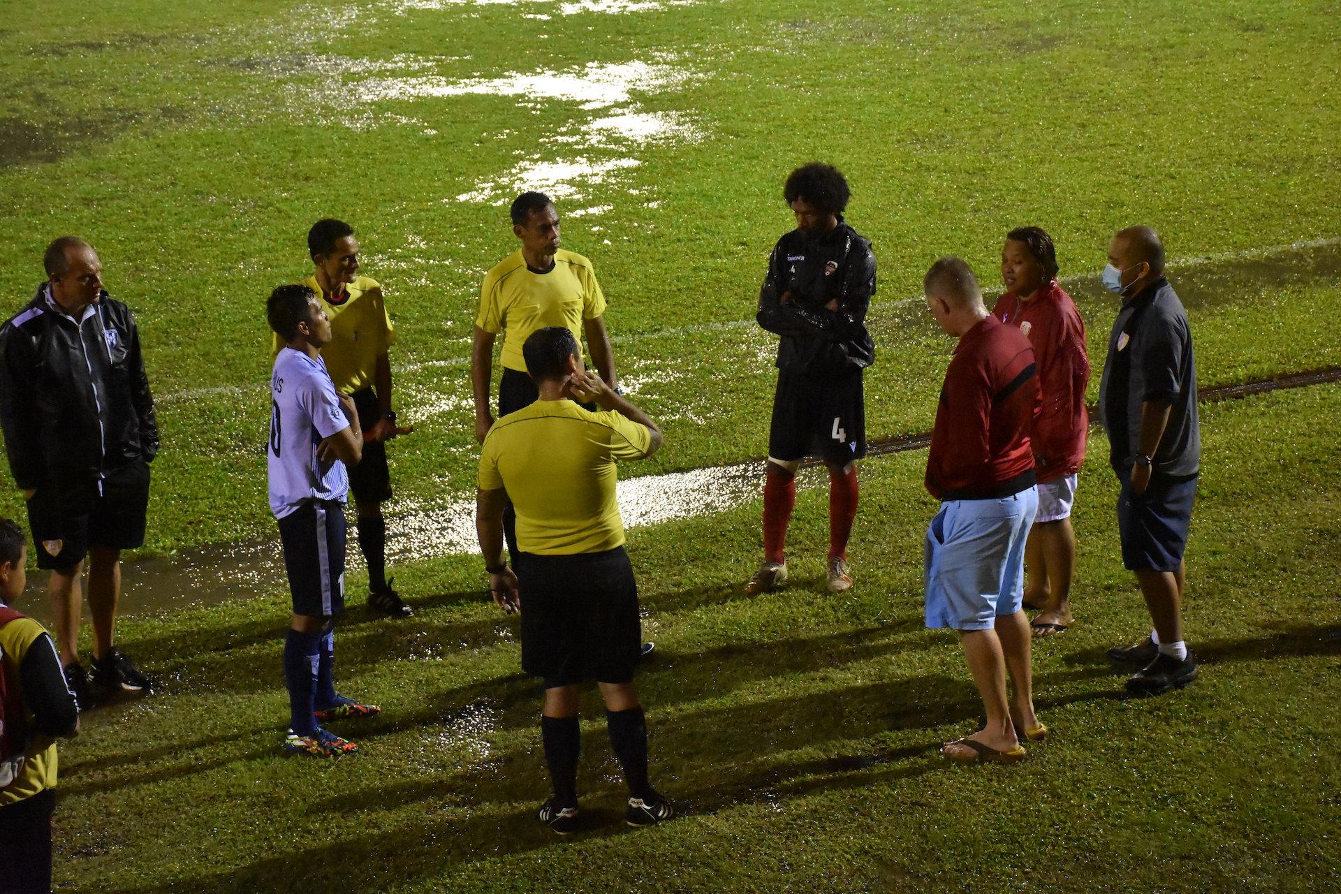 En raison d'un terrain inondé, les joueurs de l'AS Vénus et de l'AS Central Sport  n'ont pas pu disputer la deuxième mi-temps de leur match.