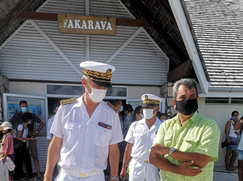 Le gouvernement et L'Etat en visite aux Tuamotu