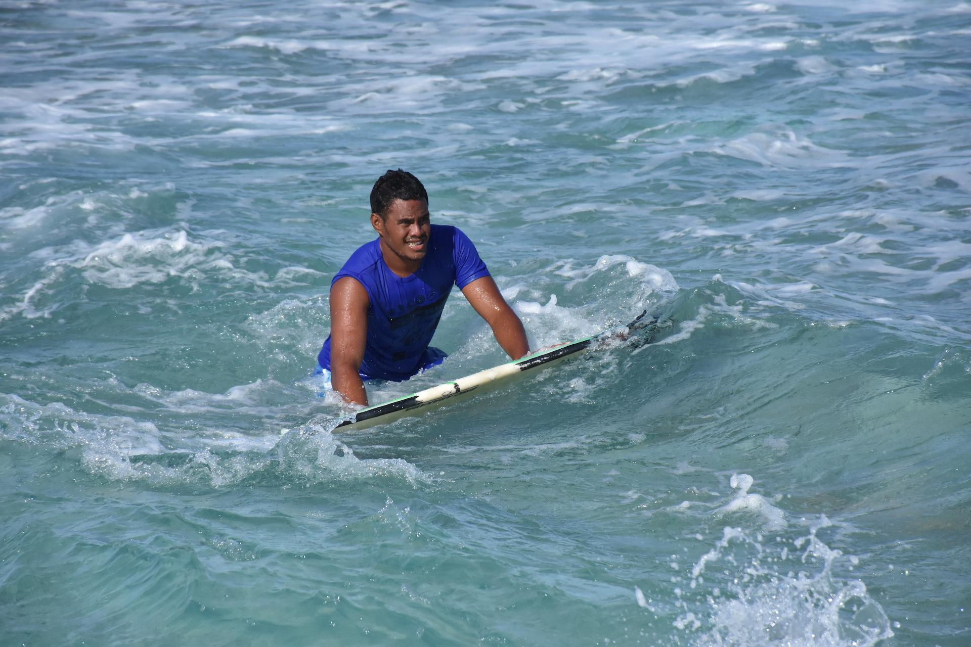 Teare Teinaore sera le seul représentant de Rangiroa qualifié pour le round 3 dans la catégorie surf.