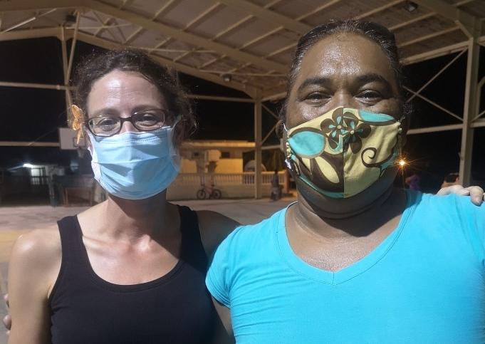 Les intervenants : Taote Diane Hernu et Enerico Ruateroro, traducteur en paumotu et aide médico-technique.