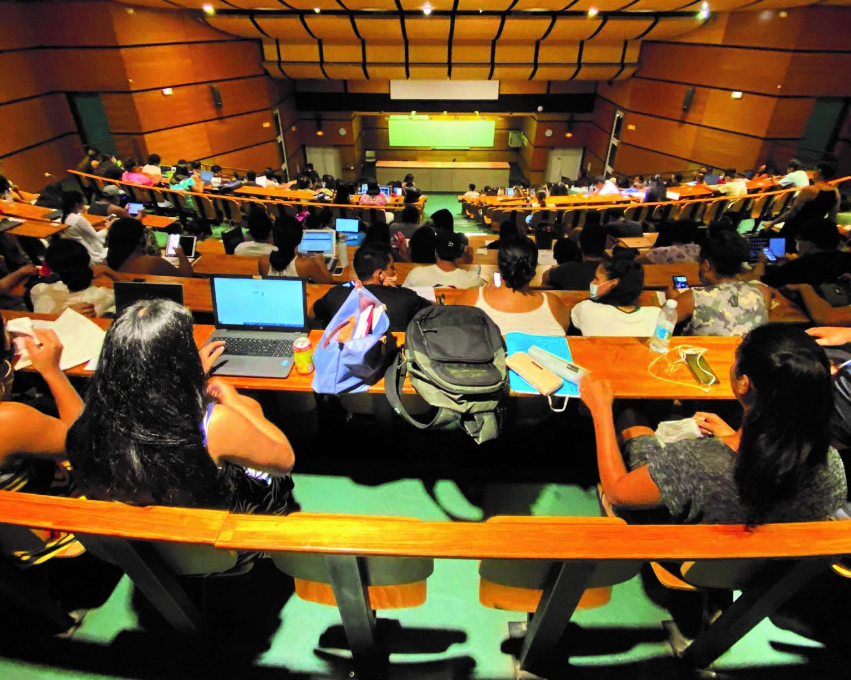 15 609 Fcfp d'aide mensuelle moyenne pour les étudiants boursiers