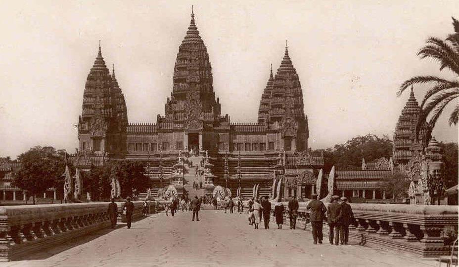En 1931, Angkor Vat était déjà restauré par les soins de l'EFEO, l'École française d'Extrême-Orient.