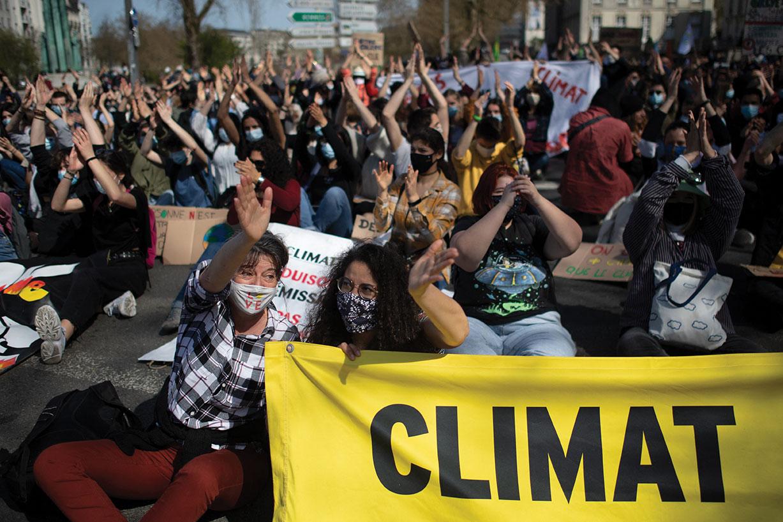 """""""Forte mobilisation"""" en France pour une """"vraie loi climat"""", à la veille de l'examen au Parlement"""