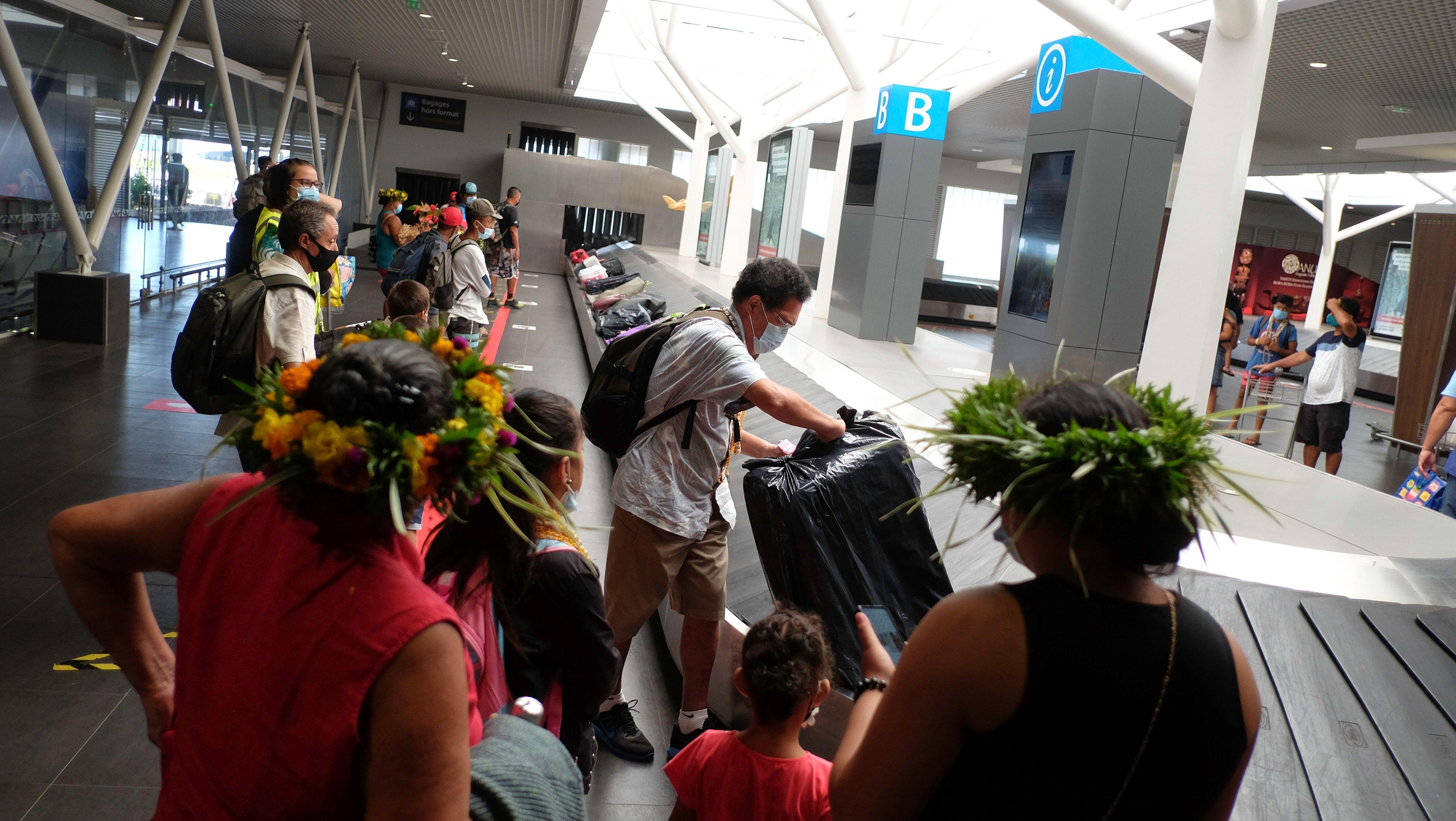 """Espace climatisée, plus étendu avec des tapis bagages plus grands et un accès direct à la boutique """"Duty paid"""" : Les passagers des îles ont découvert hier le nouveau circuit mis en place à aéroport de Tahiti-Faa'a. Crédit GB"""