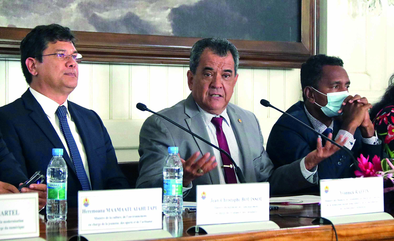 : Edouard Fritch et Yvonnick Raffin, mercredi en conférence de presse.