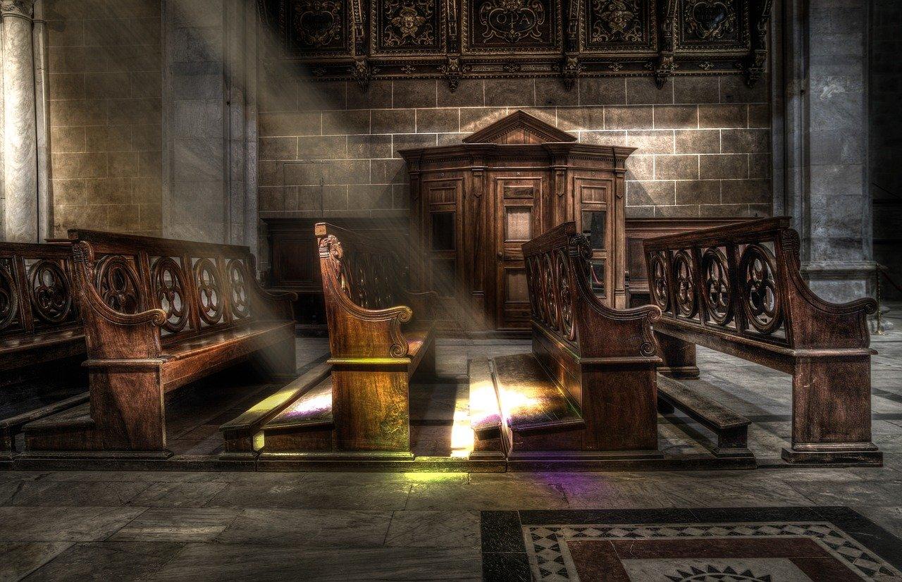 Messe à Paris sans précautions sanitaires: deux ecclésiastiques en garde à vue