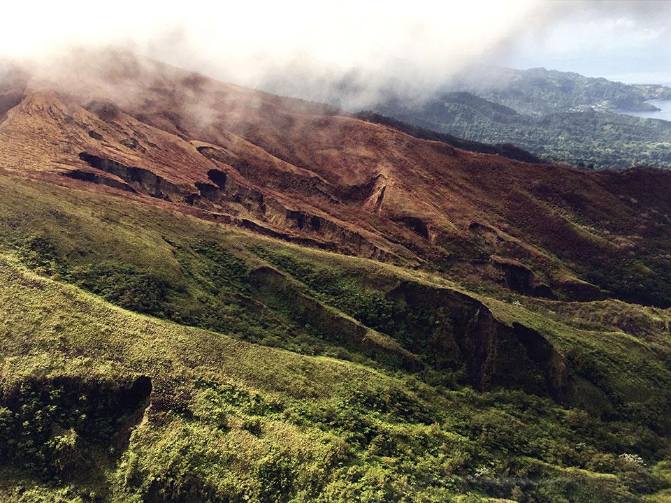 Le volcan de l'île caribéenne de Saint-Vincent entre en éruption