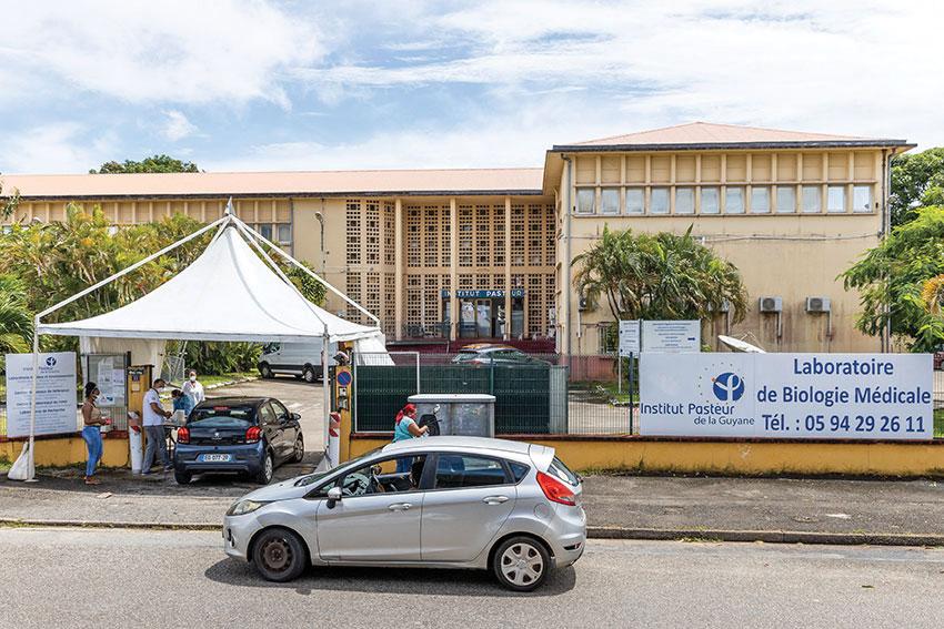 Guyane: difficile combat contre le variant brésilien, devenu majoritaire