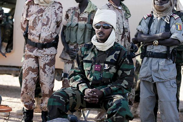 Tchad: le fils Déby prend les pleins pouvoirs