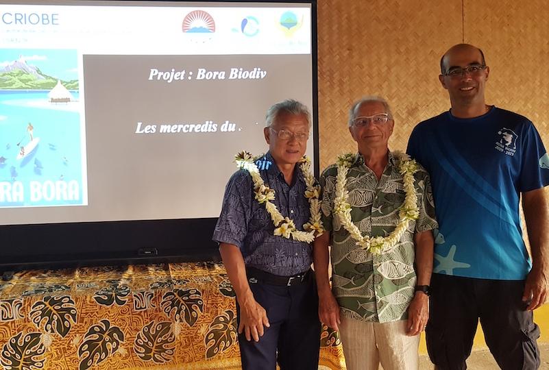 Le maire de Bora Bora Gaston Tong Sang, le professeur Bernard Salavat, et le directeur adjoint du Criobe David Lecchini.