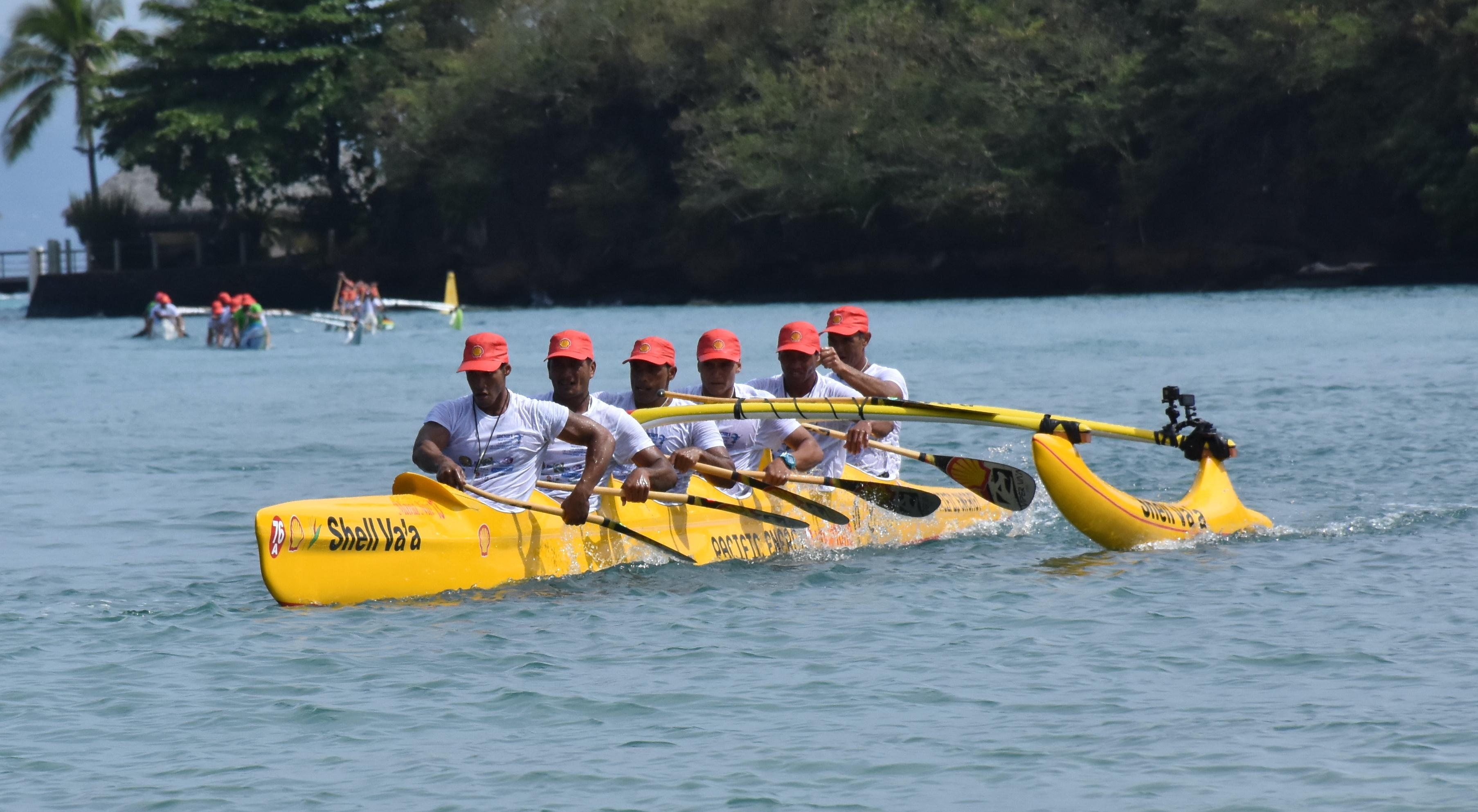 L'équipage A de Shell Va'a avec Erimereta Tautu, Charles Teinauri, Taaroa Dubois, Narai Atger, Brice Punuataahitua et David Tepava.