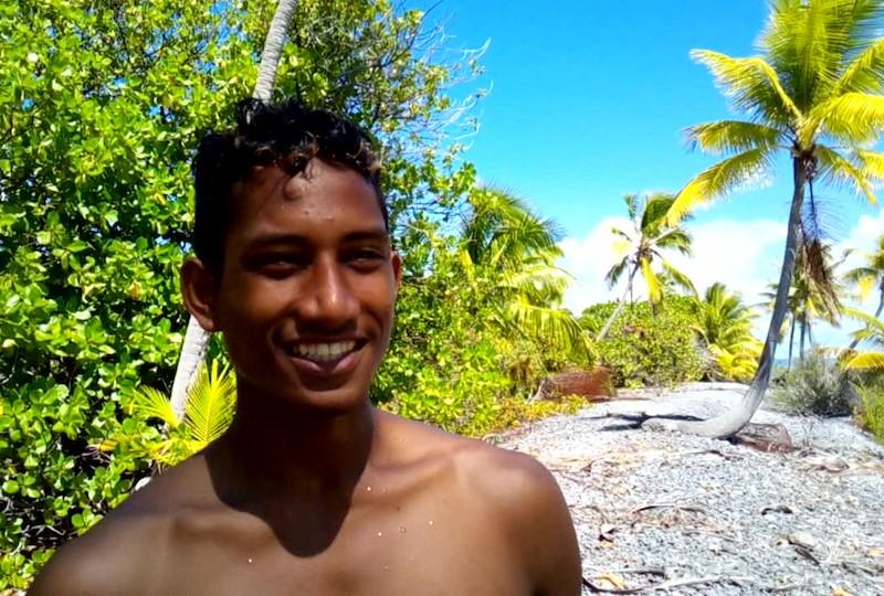 Junior Tama, de l'atoll de Tematangi, élève du Cetad de Hao, en CPAP gestion et explication en milieu marin.