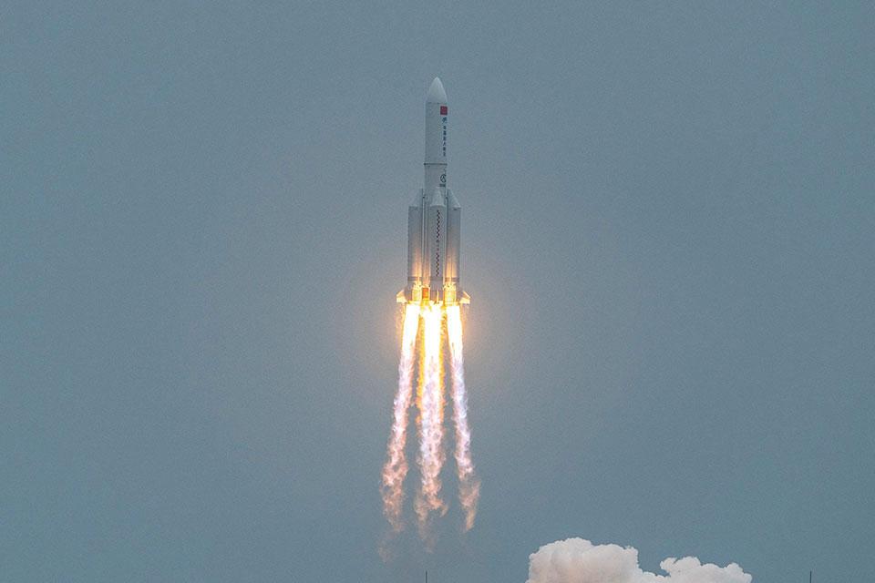"""Chute d'une fusée: danger """"extrêmement faible"""" pour la Terre, assure la Chine"""