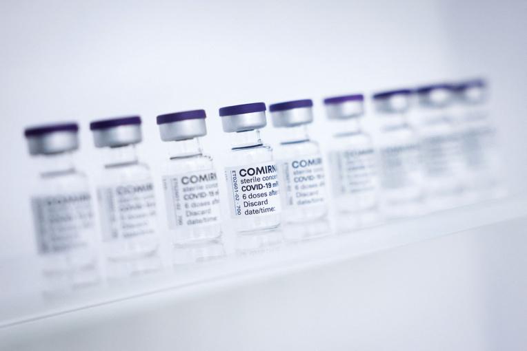 """Covid-19: les vaccins efficaces contre """"tous les variants du virus"""", selon l'OMS"""