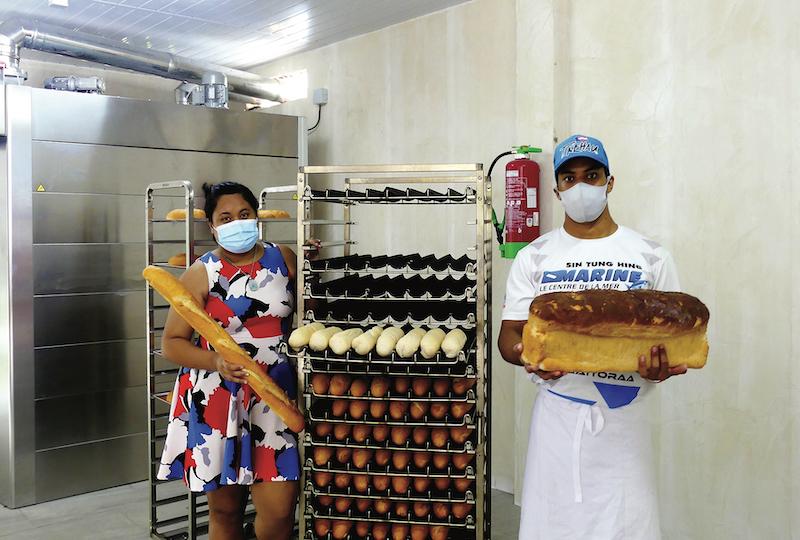 Temarama et Heremoana, frères et sœurs, viennent d'ouvrir une boulangerie à Ohotu.