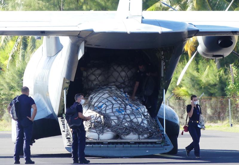 Vendredi, le Casa a livré à Rangiroa du matériel antipollution marine. L'atoll intègre le réseau d'urgence de lutte contre les pollutions marines.