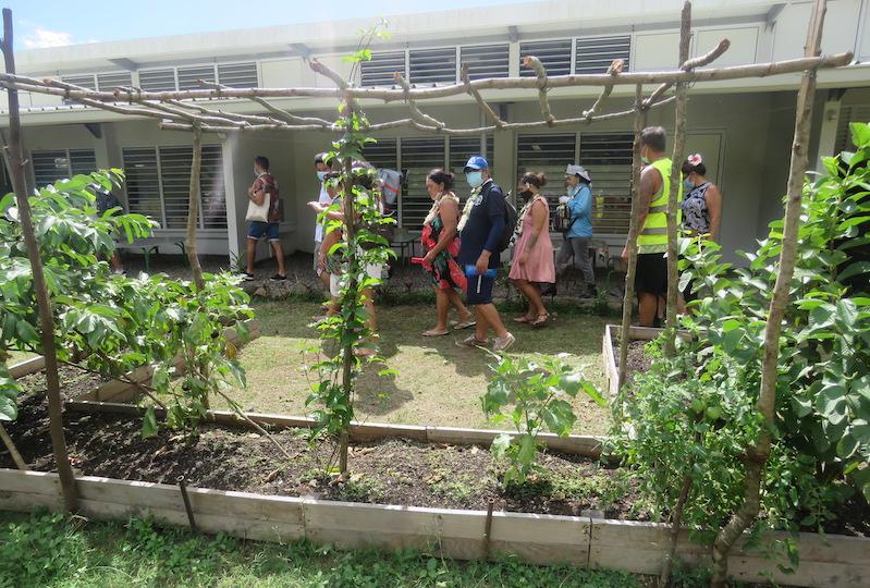 Visite du SPCPF et des élus à l'école primaire de Papetoai à Moorea.