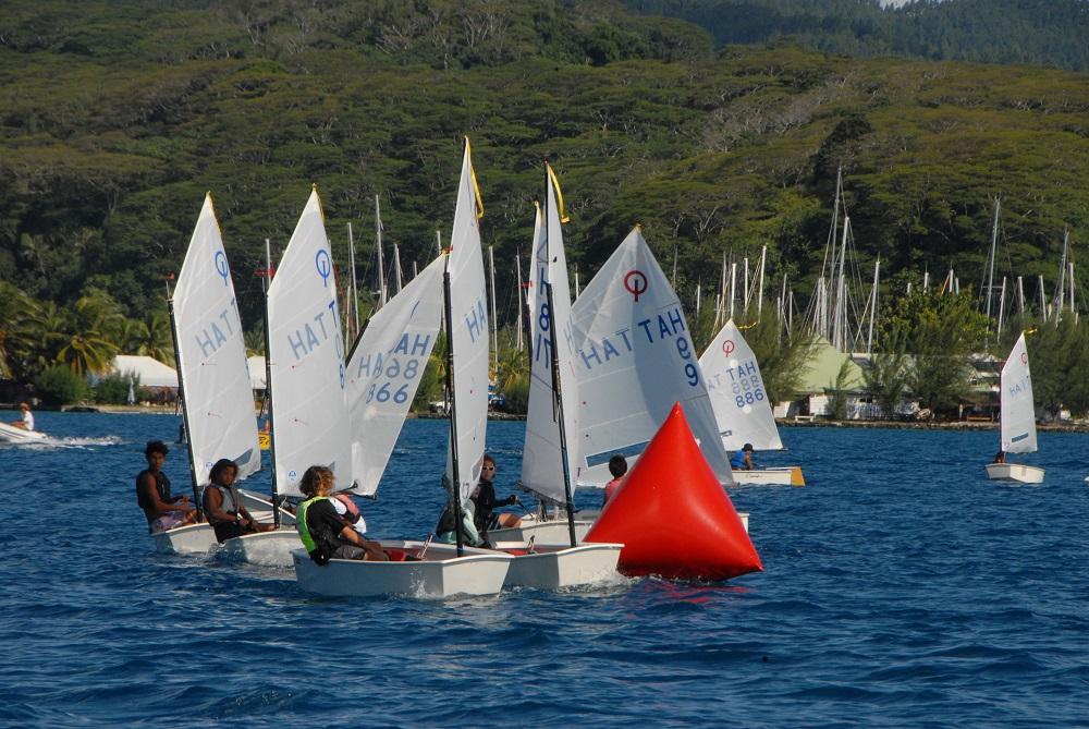 Les régates se sont disputées avec un vent d'Est faible de 8-10 nœuds.
